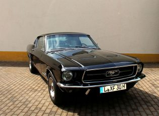 Ford Mustang Fastback Coupe – Schwarz